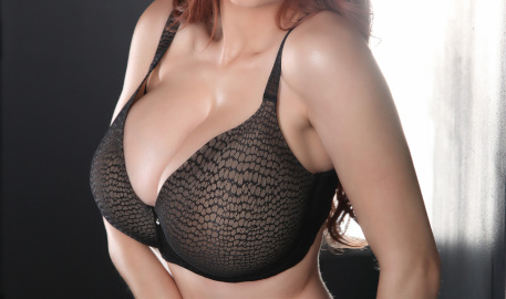Hey guys! Who wants me to peel off this black lace bra? Well you're in luck, because that's exactly what I do. I take off the pretty bra to reveal my 32GG breasts :) Can't beat that!xoxoxo -- Tessa